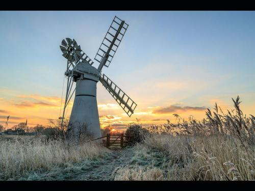 Sunrise at Thurne Windpump