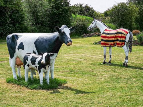 Tony Cole_Still Cow and Horse